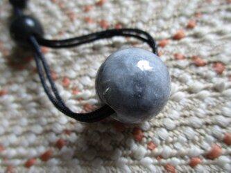 黒の斑脈が美しいミャンマー黒翡翠 お紐仕立て無段階調節可能ネックレス もしくはストラップ 629の画像