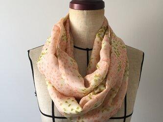 シルクのスヌード ピンクの画像