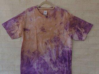 タイダイ染め パープルとベージュの不思議な模様のTシャツの画像