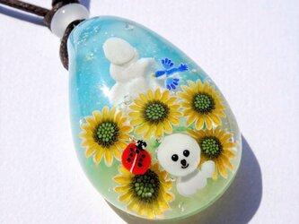 《ひまわり畑》 ガラス とんぼ玉 ペンダント 向日葵 ビションフリーゼ 犬  てんとう虫 夏の画像