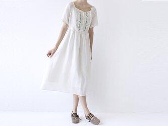 【M】刺繍入りリネン100%大人可愛い半袖ワンピース♪の画像