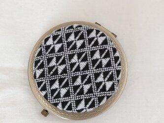 こぎん刺しの飾りコンパクトミラー〈りぼん〉AGの画像