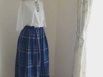 リネン大柄チェックのタックロングスカートの画像