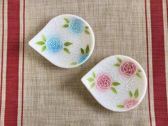 優しいバラのしずく小皿の画像