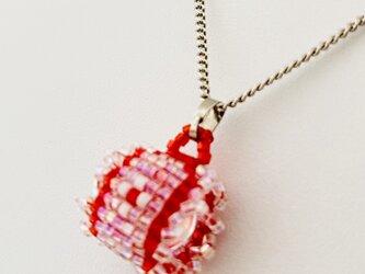 ビーズ織り【水晶入りペンダント】赤・ピコット付の画像