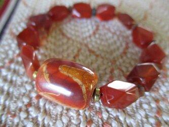赤龍紋 虎牙天珠と古い玉髄、苔瑪瑙のブレスレットの画像