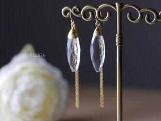 【14kgf】クリスタルとゴールドチェーンのシンプルピアス(イヤリング可)の画像
