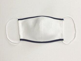 白色リネン× ネイビーマスク の画像