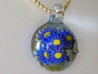 花、蝶一匹 (花、ガラス、ペンダント)の画像