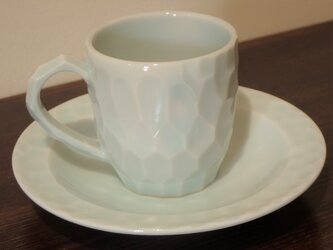磁器 青白磁釉面取り カップとソーサーのセットの画像