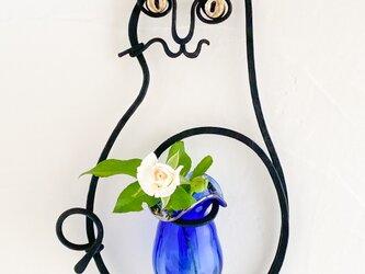 猫の壁掛け花器(マット黒ルリ)の画像