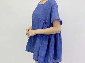 en-en・リネン身幅たっぷりスクエアネック・袖短めサイドギャザープルオーバー・青の画像