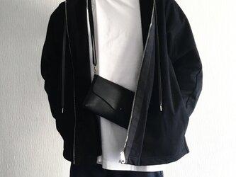 牛シュリンクレザーのシンプルショルダーバッグ[ブラック]の画像