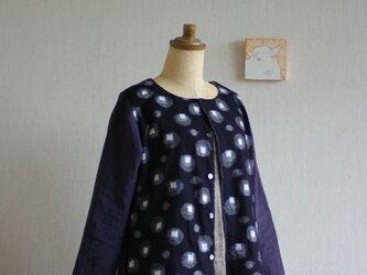 久留米絣とベルギーリネンの八分袖カーディガン 濃紺に蛍の画像