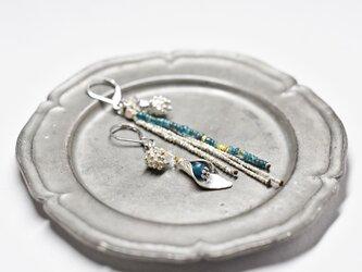 ハーキマーダイヤモンド、ボタニカルカレンシルバーとエメラルドグリーン、煌めくカレンシルバービーズのピアスの画像