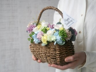 [誕生日プレゼント・結婚祝い・ご両親贈呈品}Flower basket Purple carnationの画像