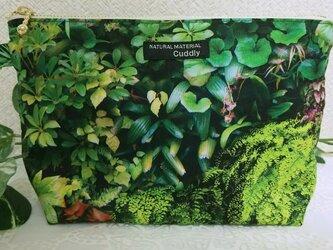 深緑の庭  ポーチの画像