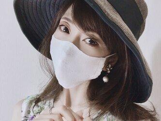 真夏を彩るおしゃれな「リボン柄コットンレースマスク」 涼しく快適な夏向き立体マスクの画像