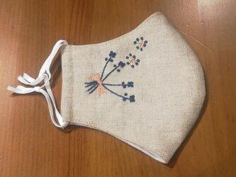 手刺繍☆きれいな横顔☆リネンの立体マスク(小花)の画像