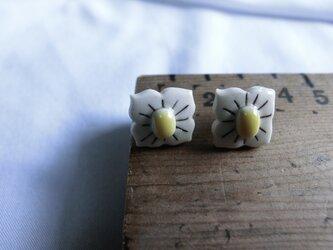 花【ピアス】(yellow)の画像