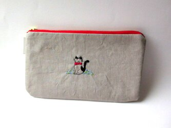 リネン刺繍平ポーチ*お花畑の猫ちゃんBの画像