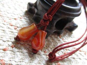 吉祥宝瓶型の古い瑪瑙珠 お紐2本仕立て飾り物 ストラップにもの画像