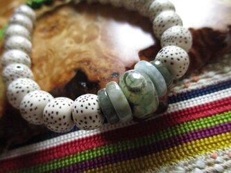 緑三眼天珠と平安翡翠と星月菩提樹のお紐仕立てブレスレットの画像