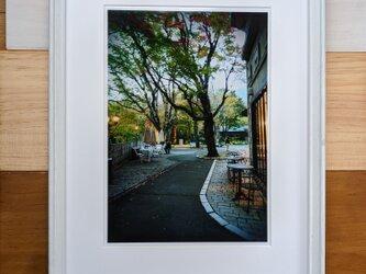 風景写真 A4 カフェ通りの画像