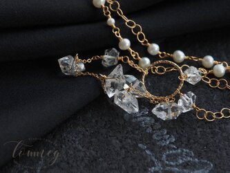 ハーキマーダイヤモンドと淡水パール Col suo splendore la luna eclissa le stelleの画像