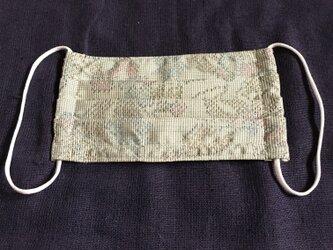 薄緑の花柄大島紬のプリーツマスクの画像