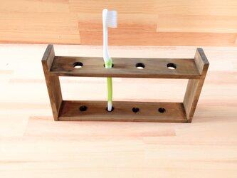 レトロな歯ブラシスタンド、木製の画像