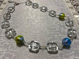首元を涼し気に!ベネチアンガラスのネックレスの画像