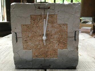 土の時計の画像