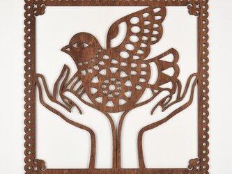 ビッグウッドフレーム「幸せの鳥」(木の壁飾り)の画像