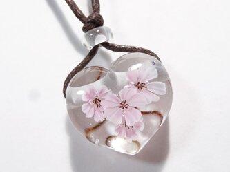 桜のとんぼ玉ガラスペンダント(ハート型)の画像
