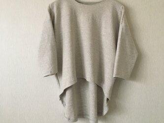 コットン後ろ下がりTシャツ 生成り杢グレーFの画像