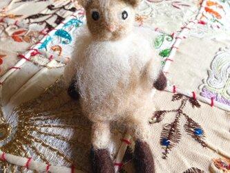 【羊毛フェルト】座るネコ(ミルクティー色)の画像