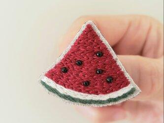 スイカの刺繍ブローチ(赤色)【受注製作】の画像