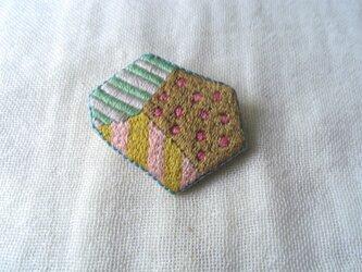 刺繍ブローチ いろいろの画像