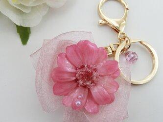 ジニアとリボンがかわいいバッグチャーム クリスタルピンク&万華鏡の画像
