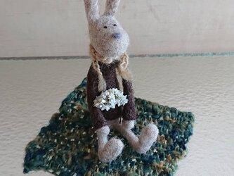 羊毛フェルトのウサギさん(シート付き)の画像