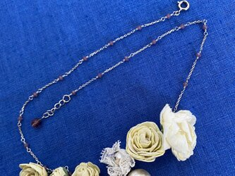 布花 フラワーとパールのネックレス。の画像