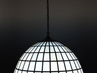 淡いアクアブルーとアンバーのランプシェードの画像