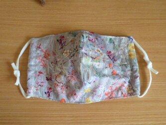 【受注制作】リバティ生地と接触冷感素材の夏マスク・ふつうサイズ(ワイルドフラワーズ)の画像