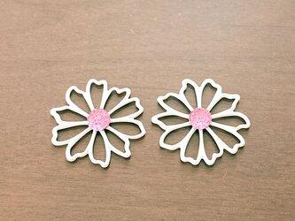 金具が選べる白いお花モチーフピアス/イヤリングの画像
