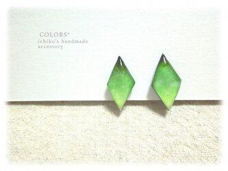 緑のイヤリングの画像
