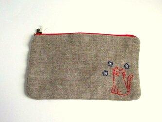 ヨーロッパリネン 猫刺繍のくったりポーチ*お花とネコちゃんの画像