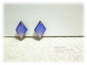 紫のイヤリングの画像