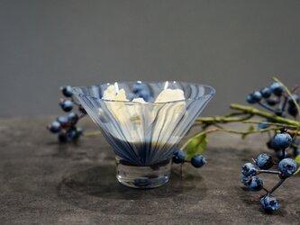 光を添える、デザートグラスの画像