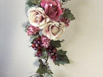 布花ぶどうと薔薇リースの画像